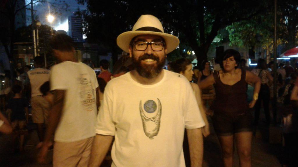 Morador da Praça Eça de Queiroz, Thiago criou o evento para estimular a convivência entre vizinhos.