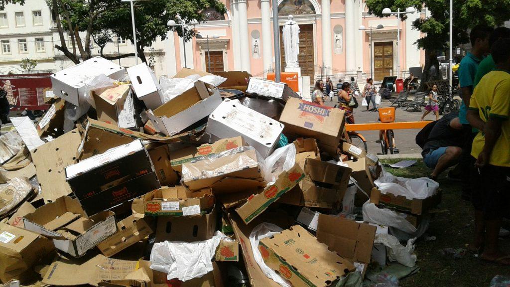 Infelizmente, essas são cenas comuns no Recife, inclusive no entorno do Mercado de São José.