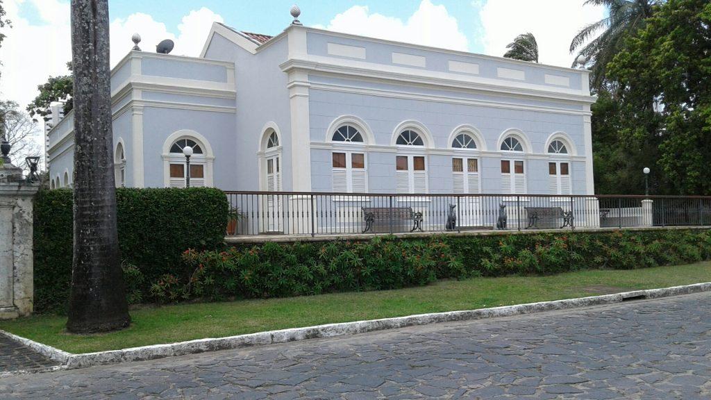 Os velhos casarões do bucólico bairro do Poço da Panela estão no roteiro do domingo.