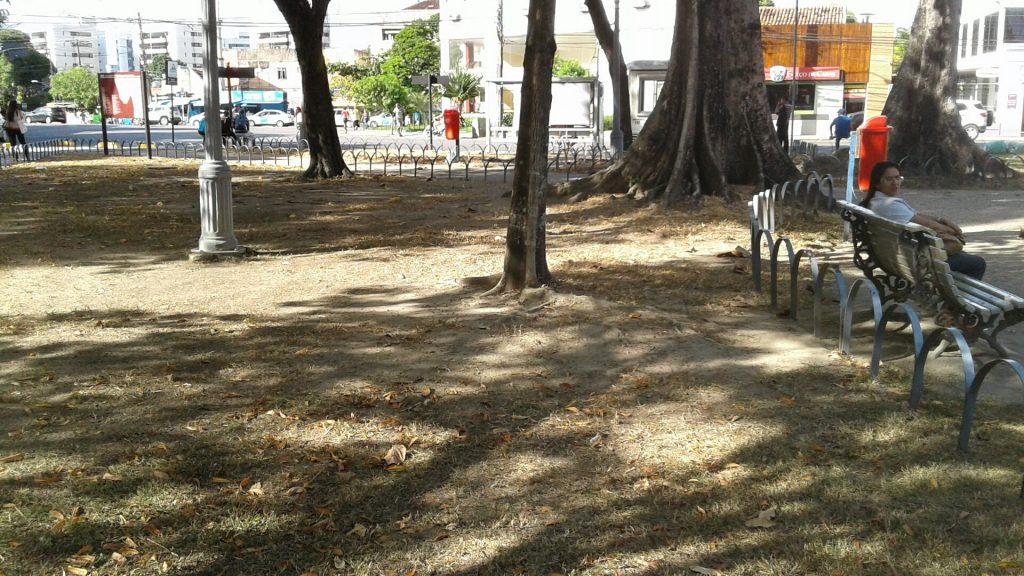 Tombada, jardim histórico, primeiro jardim público projetado por Burle Marx, Praça de Casa forte está esquecida.