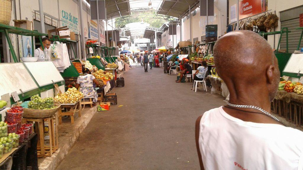 No Mercado de São Joaquim, uma das feiras populares de Salvador, outro exemplo de limpeza. Alô, alô GJ, limpar não ofende.