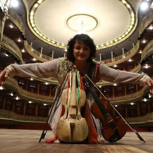 Aglia Costa, uma das mais requisitadas violinistas do Recife, estará na festa em Olinda.