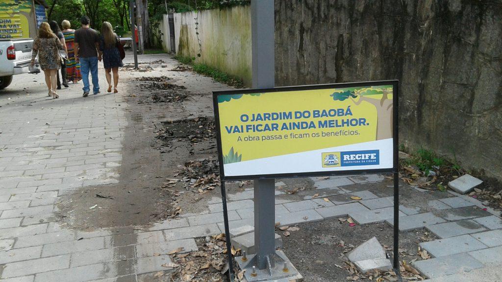 Jardim do Baobá  passa por reparos, mas não  precisava estar com caminhos tão detonados.