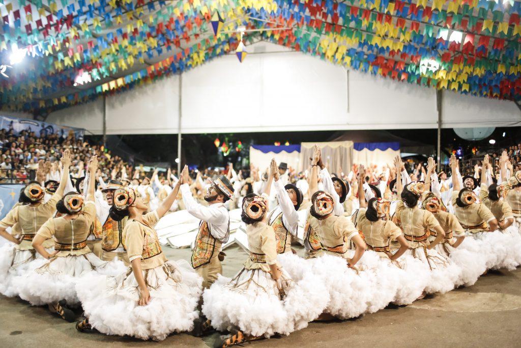 As quadrilhas se sofisticaram e, como as escolas de samba, possuem até enredo como mostrou concurso da Prefeitura.