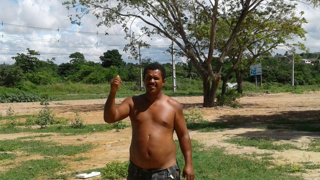 O pedreiro Diego reclama da devastação da Mata do Janga e diz que manguezal sofreu aterro.